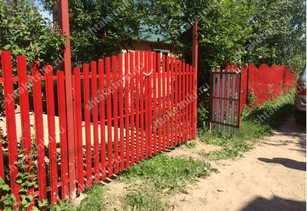 Забор евроштакетник горокой в Саратове цвет рубин